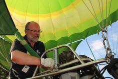 Mit wachem Auge sorgen die Piloten dafür, dass alles seine Richtigkeit hat!