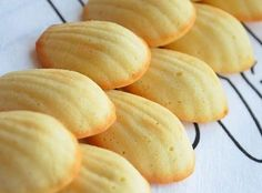 "French recipe for a lighter version of the ""Madeleines"", a typical French cake-style cookie Cooking Bread, Gourmet Cooking, Cooking Recipes, Ww Desserts, Delicious Desserts, Madeleine Recipe, Sweet Cooking, Good Food, Yummy Food"