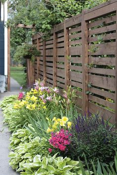 50 Fresh Spring Garden Ideas for Front Yard and Backyard Landscaping May Garden, Spring Garden, Backyard Fences, Front Yard Landscaping, Landscaping Ideas, Landscaping Costs, Garden Fences, Garden Borders, Fence Design