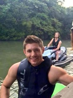 J2 jetskiing at Jensen's new house in Austin. LOOK AT JENSENS ARMS OMG