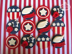 These Captain America Cupcake Toppers feature Captain America's shield, the wing from his helmet and a red fist and stars. Captain America Cupcakes, Captain America Birthday Cake, Captain America Images, Cupcake Toppers, Cupcake Cakes, Fondant, Cupcakes For Men, Oh Captain My Captain, Baby Avengers