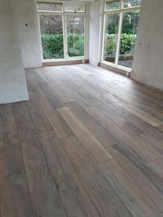 Keramisch parket tegels Kronos woodside oak Sweden House, Grey Wood Floors, Refinishing Hardwood Floors, Belgian Style, Luxury Vinyl Flooring, Brick Wall, Modern Interior, Home Remodeling, Architecture Design