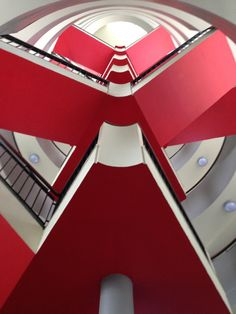 Staircase at Bevin Court, Berthold Lubetkin (Tecton)