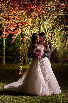 Casamento Charmoso com Luzinhas para deixar a noite ainda mais especial.  #FotografodeCasamento #FotografiadeCasamento #WeddingPhotographer #Casamento #Wedding #weplima