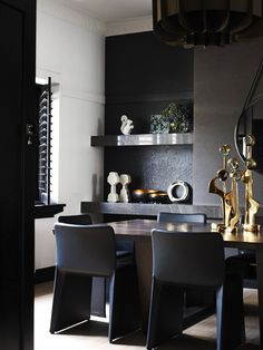 Black and Gold Dining Room Ideas. 46 Awesome Black and Gold Dining Room Ideas Ideas. Cool Gifts for the aspiring Interior Designer Dining Room Paint Colors, Dining Room Design, Art Deco Home, Home And Deco, Mim Design, Black Interior Design, Modern Interior, Melbourne House, Luxury Dining Room