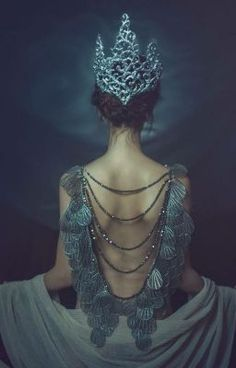 38 trendy ideas for dark art fantasy character inspiration Fantasy Photography, Girl Photography, Dark Fantasy Art, Dark Art, Ange Demon, Princess Aesthetic, Mermaid Gown, Book Girl, Dark Beauty