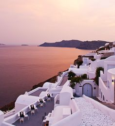 No words can describe the spellbinding views of the caldera in #Greece at #sunset! #travelingTOMS
