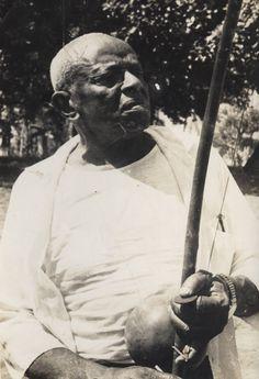 Manoel dos Reis Machado, o Mestre Bimba, um grande nome da capoeira e o fundador e criador da Capoeira Regional.