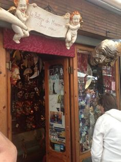 The Maskmakers Shop (located at the eastern foot of the Rialto Bridge, more authentic, less of the mass produced masks) - Venice
