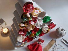 Albero-Avvento con i rotoli di carta igienica