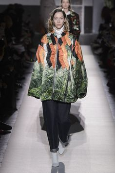 Here, see every look from the Paris Fashion Week Dries Van Noten Fall 2017 runway show. Fashion Brand, Fashion News, Fashion Show, Fashion Design, Fall Winter, Winter 2017, Autumn, Catwalk, Runway