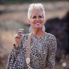 Packing With Chicos - Chic Over 50 Fashion Over Fifty, Over 50 Womens Fashion, 50 Fashion, Plus Size Fashion, Fashion Outfits, Fashion Design, Short Grey Hair, Short Hair Cuts, Short Hair Styles