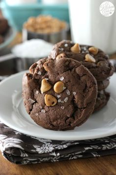 Easy Salted Chocolate Peanut Butter Chip Cookies from @akitchenaddict