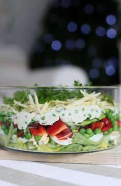 easy christmas layered salad, great for an aussie christmas or just about anywhere if you want to do a salad 24 hrs before :))