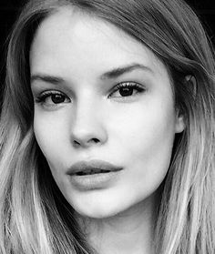 How to take the perfect supermodel selfie