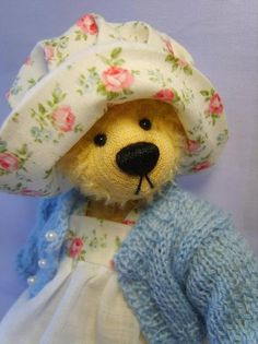 Cute teddy bear! LOVE the floral!
