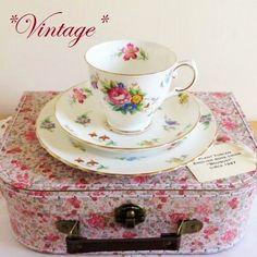 - イギリス雑貨と紅茶とハーブティーのお店 English Specialities *ヴィンテージ*タスカン ブーケ ティーカップトリオ