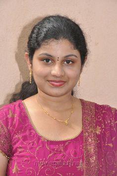 Beautiful Girl Photo, Beautiful Girl Indian, Beautiful Gorgeous, Beautiful Indian Actress, Amala Paul Hot, Desi Girl Image, Indian Natural Beauty, Bridal Bun, Vijay Actor