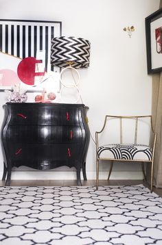 Kilim Fez black and white Kilombo Rugs #kilomborugs #rugs #kilims #alfombras #homedecor #interiordesign
