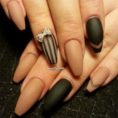 Matte neutral and black coffin nails