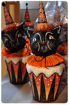 Spooks Cat candy containers, designed by folk artist Johanna Parker assemble together, waiting to be signed and ready for sale . Vintage Halloween Decorations, Retro Halloween, Halloween Doll, Halloween Trees, Halloween Projects, Holidays Halloween, Happy Halloween, Scary Decorations, Halloween Miniatures