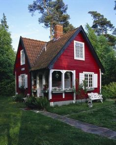 perfect cottage small house plans Perfect Small Cottage House Plans can find Cute house and more on our website Small Cottage House Plans, Small Cottage Homes, Cute Cottage, Red Cottage, Cottage Living, Cottage Farmhouse, Garden Cottage, Cottage Kits, Country Living