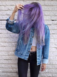 38 Street Style Grunge Looks to Wear Right Now Wanna look grunge on the streets? Then check out these awesome 38 street style grunge looks & get inspired! Dye My Hair, Dyed Hair Ombre, Dyed Hair Purple, Dyed Hair Pastel, Hair Color Purple, Purple Style, Green Hair, Style Grunge, Grunge Look
