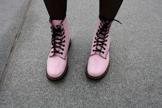 I sound like a complete hipster when I say this but I really love doc martins Dr. Martens, Doc Martens Stiefel, Pink Doc Martens, Botas Dr Martens, Doc Martens Boots, Neo Grunge, Grunge Style, Soft Grunge, Designer Shoes