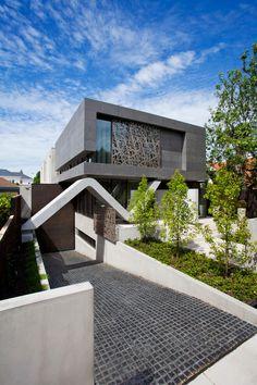 Contemporary Single Family House by Max Architects and Minka Interiors