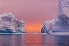 arktis driftende Eisberge eisbergdrift Eisberge grönland Mitternachtssonne Westgrönland