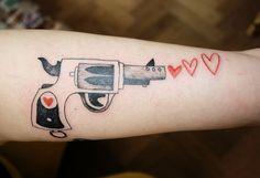 Pistol love heart gun forarm tattoo black and red Tarte tatin illustration tattoo Mangez des tartes