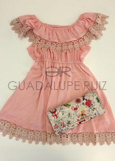 Vestido guipur, bolso estampado. Envíos a toda España