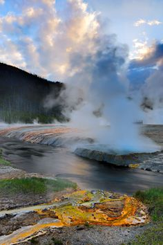 Cliff Geyser, Yellowstone National Park, Wyoming