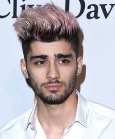 Especially if that thing is pictures of Zayn Malik. Or, at least, pictures of people who look like the spitting image of Zayn Malik, which this guy totally does. Zayn Malik Hairstyle, Zayn Malik Fotos, Estilo Zayn Malik, Zayn Malik Style, Zyn Malik, Men Hair Color, Hair Color Pink, Colorful Hair, Colored Hair