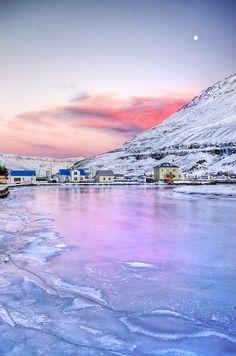 Primeiros dias de inverno em Seyðisfjörður, região de Austurland, no leste da Islândia.  Fotografia: Patricia Makowska.