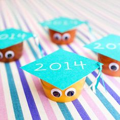 Commemorate your grad's last day with an allergy-free classroom treat! Simply cut a square out of card stock , add ribbon, and use it as a mortarboard topper for a cup of applesauce.