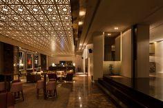 BoZen Bar / Central Arquitectos-mermer ahsap oryantal motif tavan,yansıtma ayna, dokulu kumas ıle  sıcak bır ortam uzay ve asil zarafet.