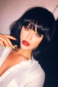 Hairstyles with bangs are appropriate for every hair type. See our collection of 18 sexy hairstyles if you are on the verge of making your decision. dark hair styles 22 Nice and Flattering Hairstyles With Bangs Hairstyles With Bangs, Easy Hairstyles, Girl Hairstyles, Bangs Updo, Asymmetrical Bob Haircuts, Hair Type, Hair Trends, Curly Hair Styles, Hair Cuts