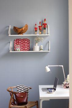 Riikan blogi: Työtila sateen sävyllä Home Study, Sweet Home, Shelves, Interior, Room, Home Decor, Bedroom, Shelving, Decoration Home