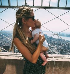Empire State Building Barefoot Blonde by Amber Fillerup Clark. My dream hair Mommy And Me, Mom And Dad, Empire State Building, Cute Kids, Cute Babies, Amber Fillerup, Mama Baby, Barefoot Blonde, Future Mom