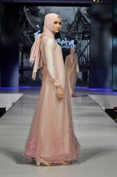 hijab fashion Islamic Fashion, Muslim Fashion, Muslim Dress, Abaya Fashion, Modest Outfits, Evening Dresses, Fashion Show, Party Dress, Hijab Styles