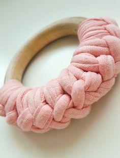 Wooden teether pink - Houten bijtring roze  Bekijk dit items in mijn Etsy shop https://www.etsy.com/nl/listing/247575064/houten-bijtring-roze-gehaakt