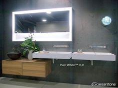 La superficie Pure White le da modernidad a este baño, al igual que los gabinetes de madera y la iluminación del espejo. #caesarstone #caesarstonemx #baños #bañosmodernos #bañosconestilo #ambientes #ambientemx #decoracion #decoraciondeinteriores #interiorismo #interiorismomx #cuarzo #marmol #granito #encimeras #encimerasdebaño #arquitectura #arquitecturamx #archdaily #archdailymx #remodelacion #construccion #ideas #ideasparalacasa #tendencias #tendencias2016