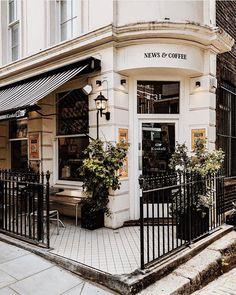 Mini City Guide: London, England :: This Is Glamorous Small Restaurant Design, Restaurant Logo, Coffee Shop Aesthetic, City Aesthetic, Travel Aesthetic, London Coffee Shop, London Cafe, Interior Bistro, Interior Exterior