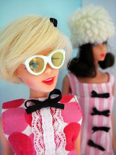 barbie dolls--this Barbie looks like andy Warhol to me. Play Barbie, Barbie I, Vintage Barbie Dolls, Barbie World, Barbie And Ken, Barbie Clothes, Chic Chic, Poppy Parker, Barbie Collector
