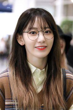 Kpop Girl Groups, Kpop Girls, Yuri, Two Color Hair, Sakura Miyawaki, Japanese Girl Group, Celebs, Celebrities, Celebrity