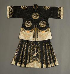 WEDDING GARMENT  Southern China Qing Dynasty (c. 1895-1910) Silk, satin, couching, metallic embroidery. Folk Costume, Costume Dress, Chinese Style, Traditional Chinese, Chinese Art, Costumes Around The World, Chinese Clothing, Glamour, China Fashion