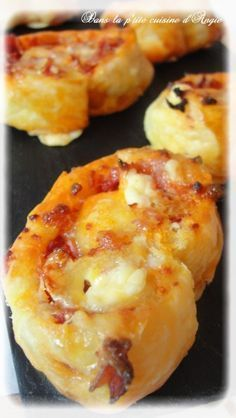 Chorizo ​​appetizers rolls & laughing cow - In Angie& little kitchen . Chorizo ​​appetizers rolls & laughing cow - In Angie's little kitchen . Tapas, Food Porn, Good Food, Yummy Food, Little Kitchen, Buffets, Snacks, Appetisers, Finger Foods