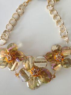 Hermoso collar con cristales  De venta en Púrpura y Carmesí