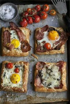 Favorite Brunch Recipes (Perfect for Easter!) Adorable mini savory puff pastry pizzas that are perfect for that special family brunch ahead!Adorable mini savory puff pastry pizzas that are perfect for that special family brunch ahead! Breakfast Pie, Breakfast Dishes, Breakfast Recipes, Breakfast Ideas, Breakfast Healthy, Eating Healthy, Breakfast Pastries, Hangover Breakfast, Tomato Breakfast